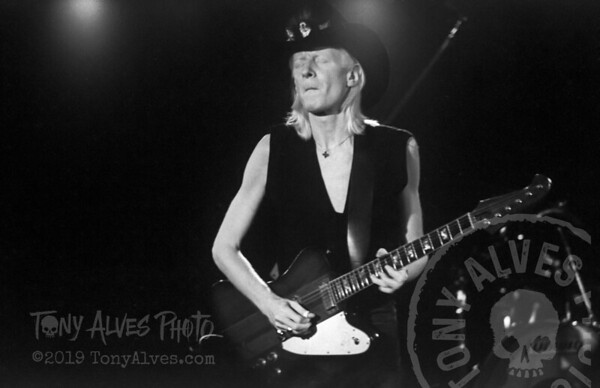 Johnny-Winter-1984-BW_03
