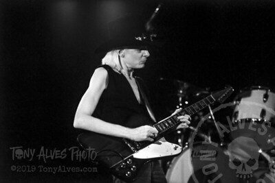 Johnny-Winter-1984-BW_14