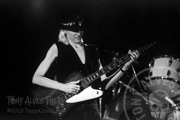 Johnny-Winter-1984-BW_08