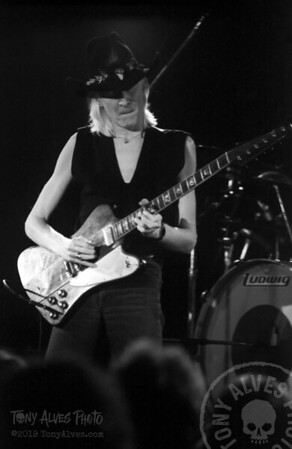 Johnny-Winter-1984-BW_04
