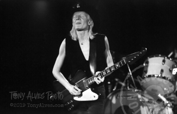 Johnny-Winter-1984-BW_18