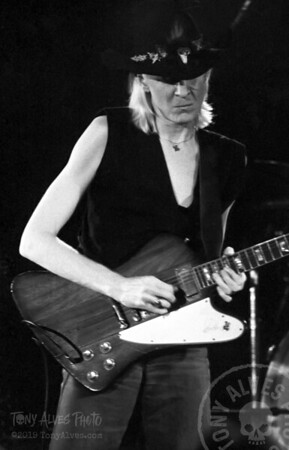 Johnny-Winter-1984-BW_11