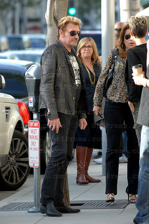 "Johnny Hallyday and Laeticia stop for a lunch with friend at the Italian restaurant "" Caffe Roma "" in Beverly Hills."