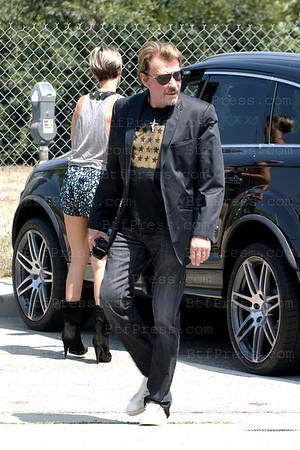 Laeticia et Johnny ont etaient chez Neil Georges Salon, le coiffeur des Stars situe a Beverly Hills,ensuite un rendez vous pour Johnny et un dejeuner chex Fred Segal sur Melrose pour Laeticia avec Philippe,le decorateur de leur nouvelle maison. Johnny est passe chercher Laeticia en debut d'apres midi.