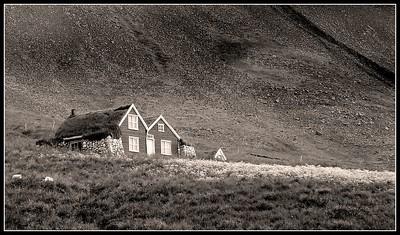 Lítill sveitabær sem við keyrðum framhjá á leiðinni úr sveitinni sumarið 2003.  Ég man ekki hvar þessi bær var eða hvað hann heitir.