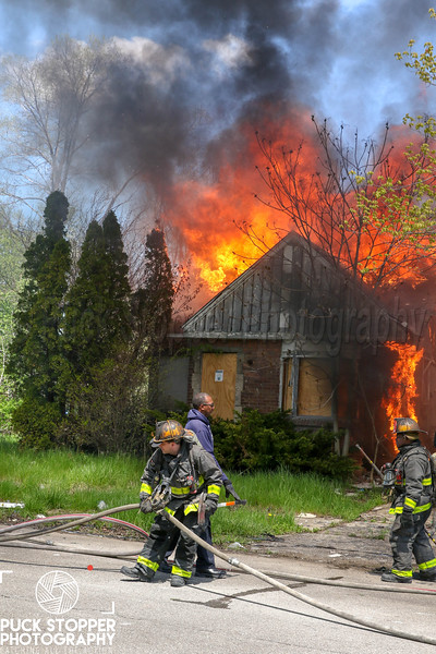 Detroit FD working a vacant dwelling fire at 14801 Hazelridge St. May 14, 2019