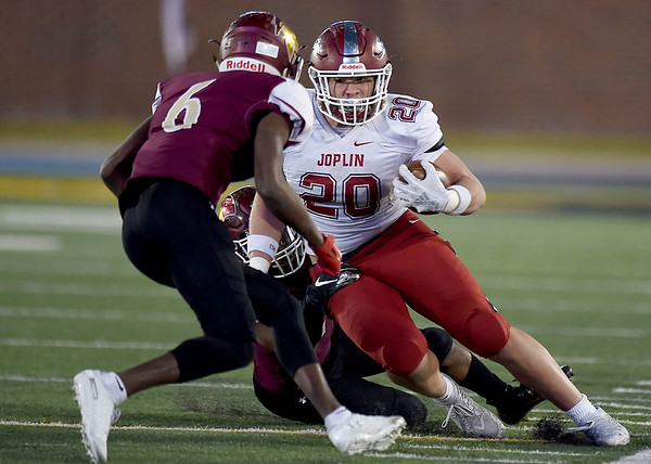 Joplin's Isaih Davis (20) looks to get past DeSmet's Jakailin Johnson (6) during their Class 6 Championship game on Saturday in Columbia.<br /> Globe | Laurie Sisk