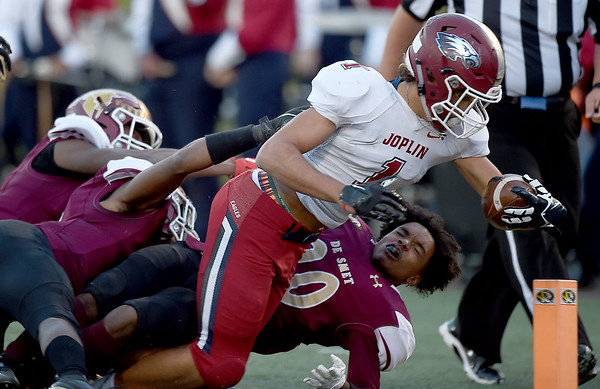 Joplin's Zach Westmoreland  (1) uns over a host of DeSmet defenders enroute to an early touchdown during their Class 6 Championship game on Saturday in Columbia.<br /> Globe | Laurie Sisk