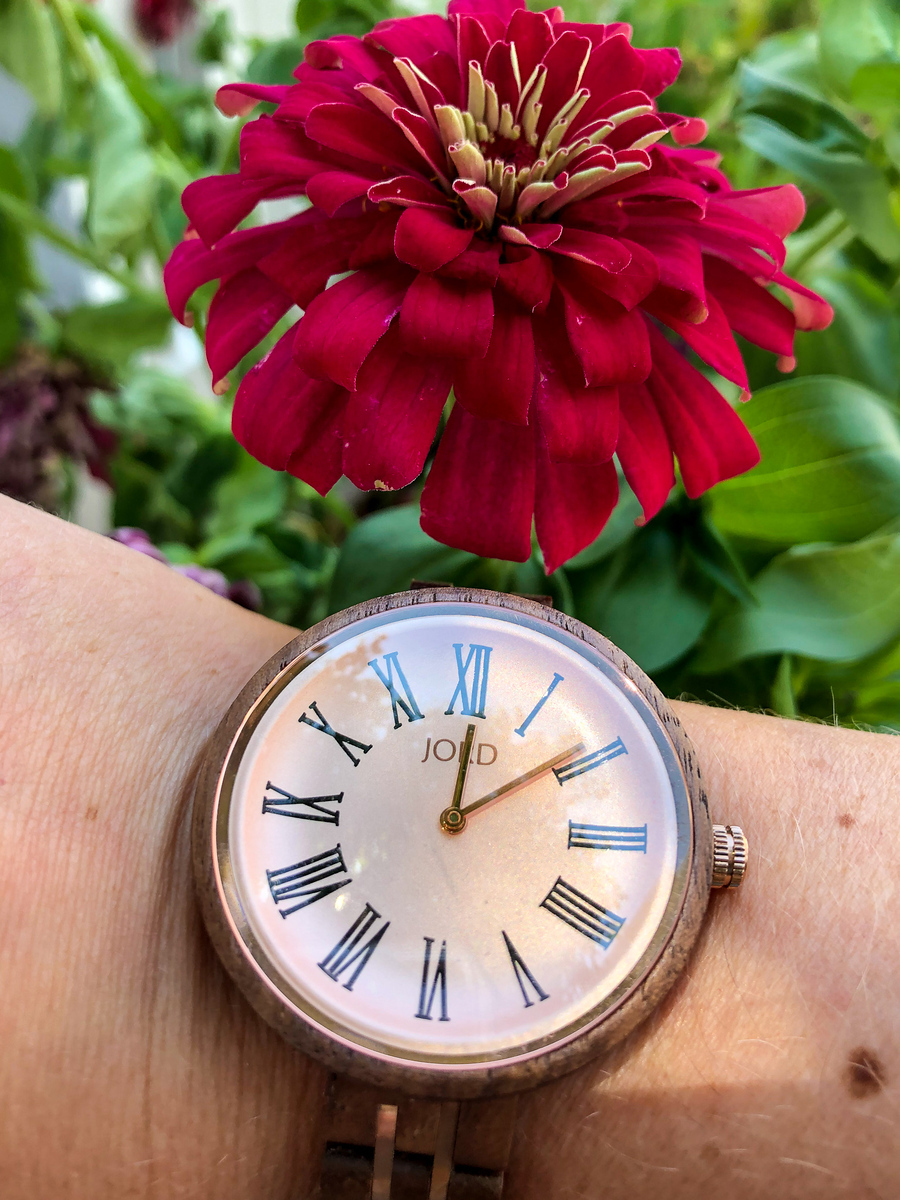 How to Style Minimalist Watches this Summer