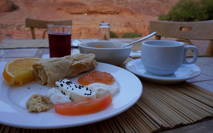 Breakfast al fresco in the Dana Biosphere Reserve