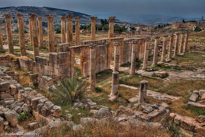 jerash-jordan-ruins-pillars