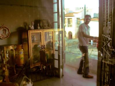 9642como_entrar_en_una_casa_de_munecas