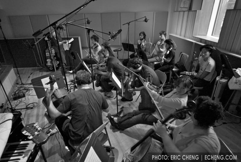 Alex Wong briefs the chamber orchestra