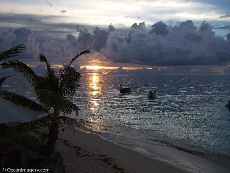 Sunset photo taken w/ the Fujifilm FinePix F31fd camera (ISO 200)