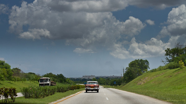 On the motorway from Havana to Rio Pinar