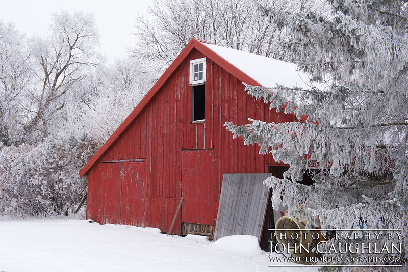 I found this little red shed while out looking for old barns.