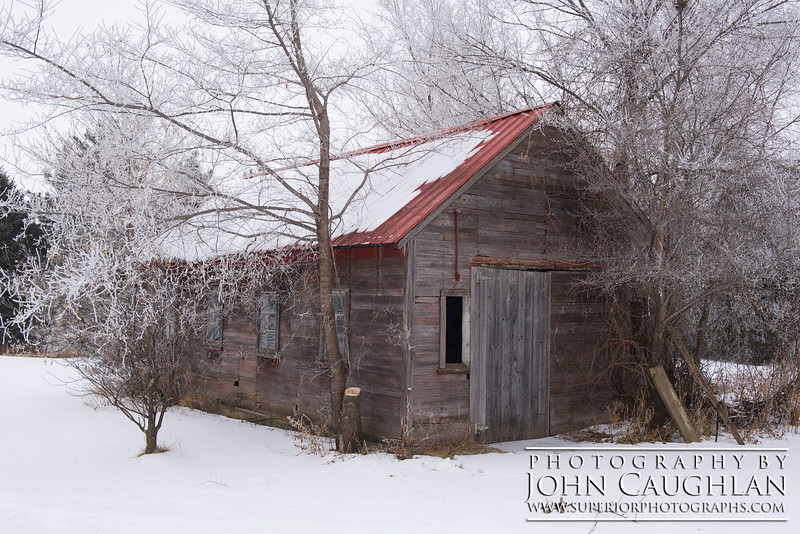 Last fall we went to an apple orchard and I remember seeing this old building. I decided to revisit it on day two of the frost.