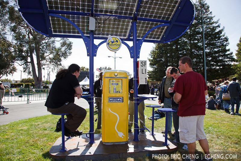 Solar recharging station