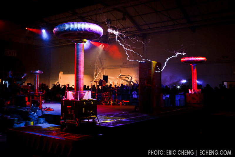 Tesla coil makes music!