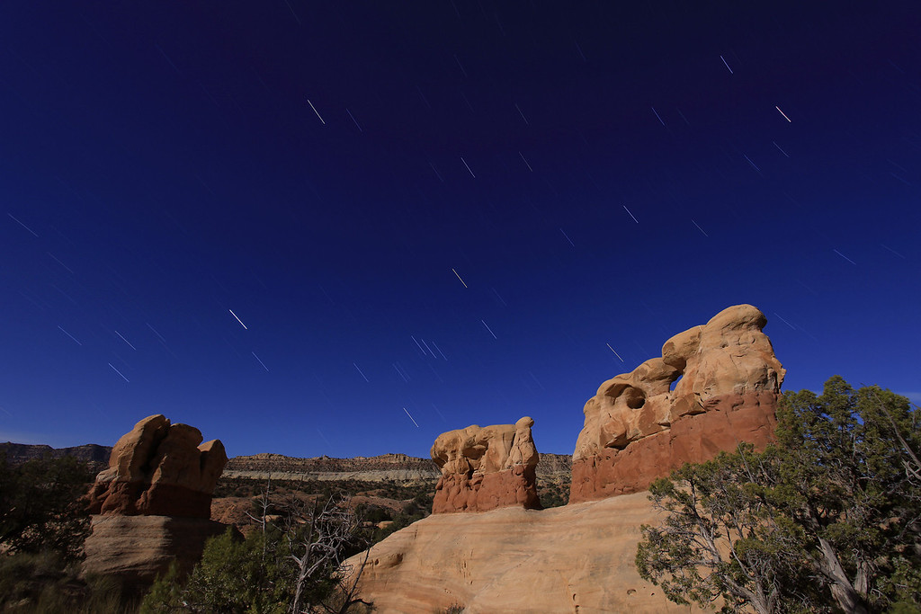 "WEDNESDAY, APRIL 8, 2009<br /> <br /> UTAH 9213<br /> <br /> ""Falling stars in the Devil's Garden""<br /> <br /> Camera: Canon EOS 5D Mark II<br /> Lens: Canon EF 17-40mm<br /> Focal length: 17mm<br /> Shutter speed: 720 seconds<br /> Aperture: f/9<br /> ISO: 100"
