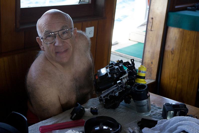 Steve Drogin preps his underwater (film) SLR. December 8, 2004.  Photo: Eric Cheng