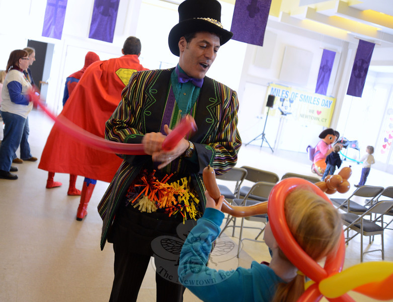 Twisting balloons for the children was Jon Koons of Jest Master Productions in New Jersey. He was among the host of entertainers who volunteered their time during the Miles of Smiles festival Saturday, February 16. (Bobowick photo)