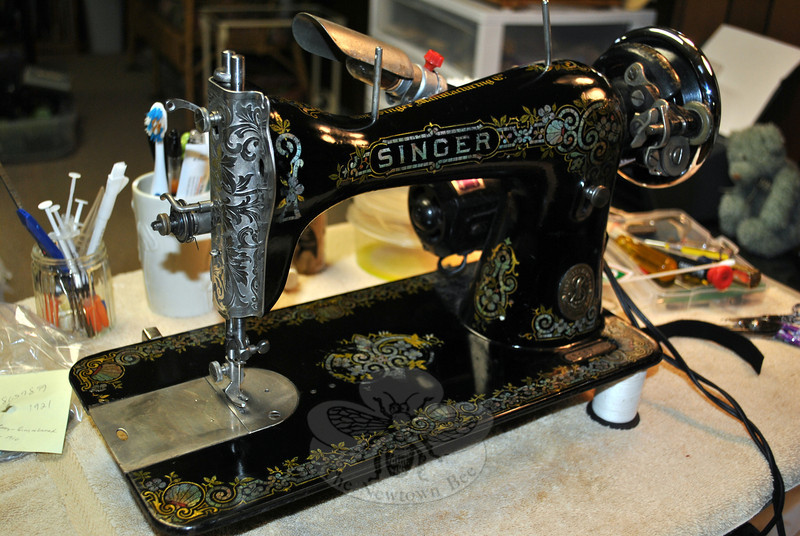 Among the dozens of vintage sewing machines that line Terry Qubick's basement is this 1921 Gingerbread, or Tiffany, design Singer sewing machine. Ornate decals make the vintage machines not only beautiful, but sometimes increase the value, says Ms Qubick.(Crevier photo)
