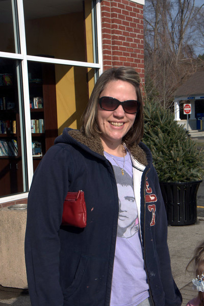 Newtown Bee: Which is your favorite team and who is your favorite player? Bobbi Lynn Bennett: I guess it would be the Yankees. I watch it because my husband watches them and Robinson Cano is my favorite player. (Dietter photo)
