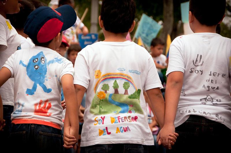 A la marcha 100 mil voces por el agua del pasado 15 de Marzo asistieron miles de santandereanos y colombianos de diversos orígenes, movimientos sociales y políticos.
