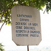 El camino del Parque memoria está lleno de mensajes de dignidad.