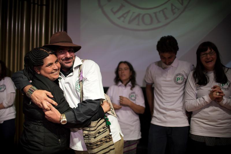 María Eugenia Mosquera recibe el reconocimiento para la Comisión Intereclesial de Justicia y Paz.