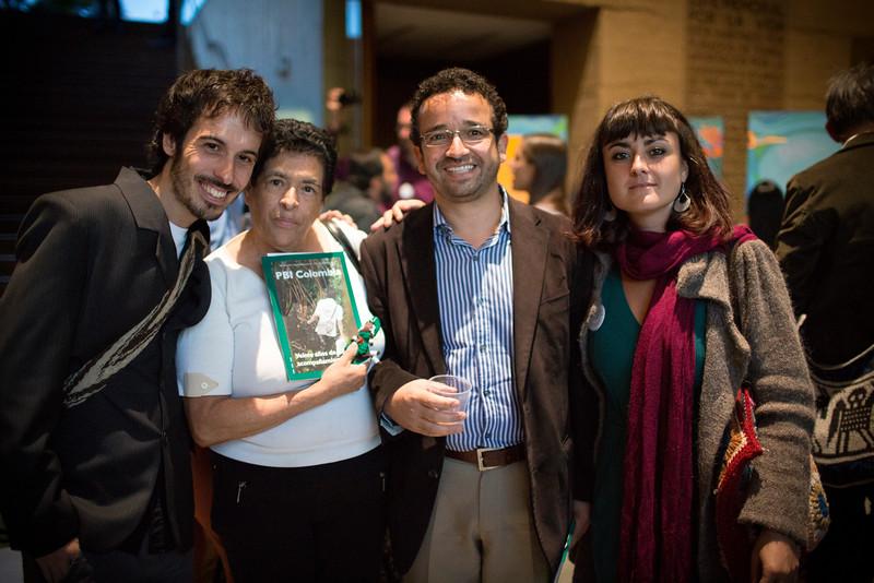 Flor Munera del Comité de Solidaridad con los Presos Políticos, el abogado Jorge Molano junto con los voluntarios Bea y David.
