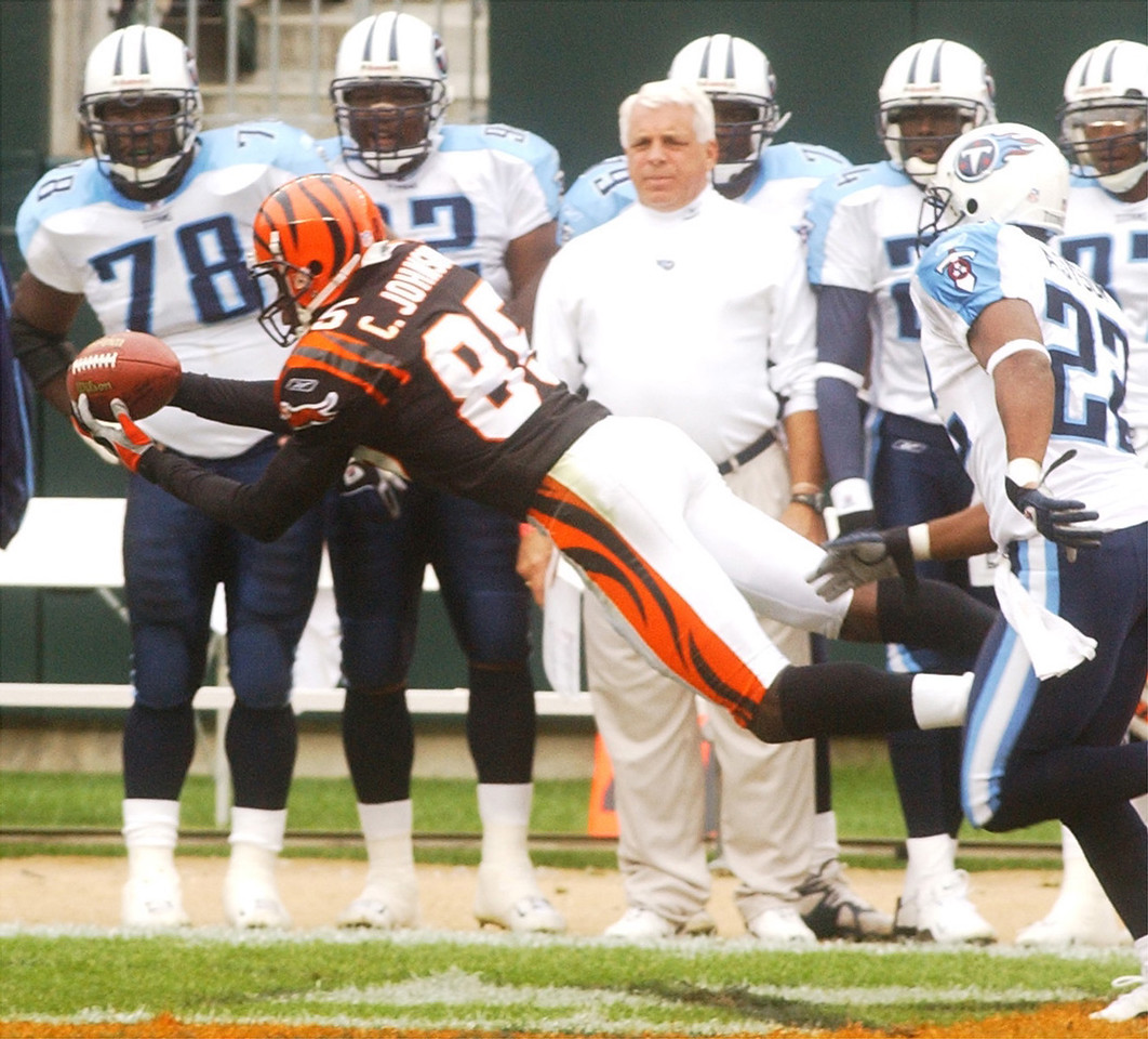 E.L. HUBBARD/JOURNALNEWS<br /> Cincinnati's Chad Johnson extends to pull in a pass in front of Tennessee's Andre Dyson in the first quarter Sunday at Paul Brown Stadium.