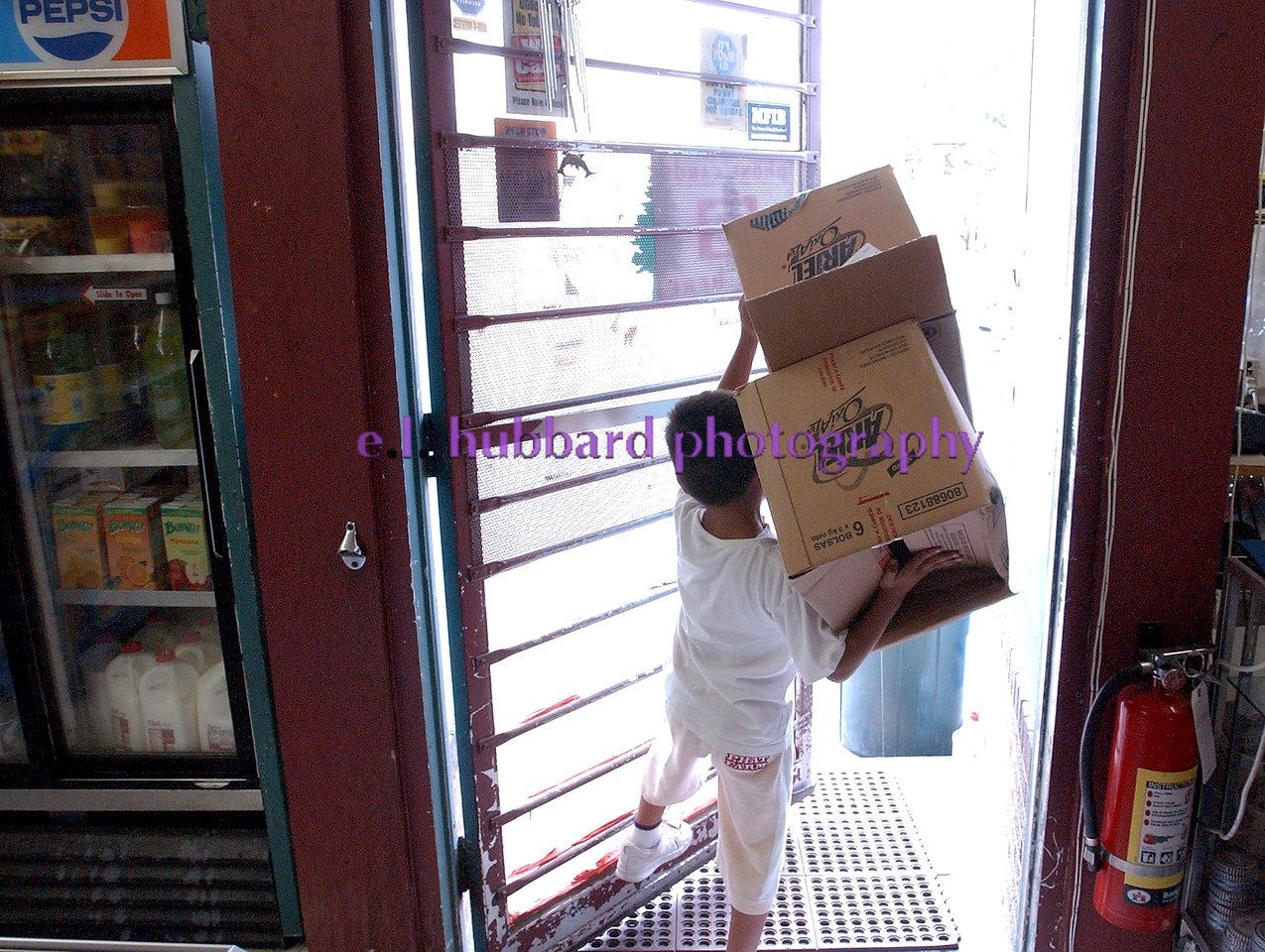 Emmanuel Ramierez, 7, carries empty boxes out to the street Saturday, 06/25/05. <br /> Photo by E.L. HUBBARD