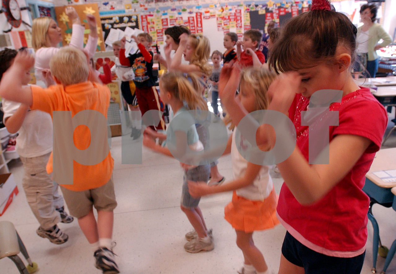 E.L. HUBBARD/JOURNALNEWS<br /> Jordyn Theiss, 7, and her classmates do the phonics dance with student teacher Katie Korty, in the classroom of Angie Butts, at Seven Mile Elementary School Thursday, 04/13/06.