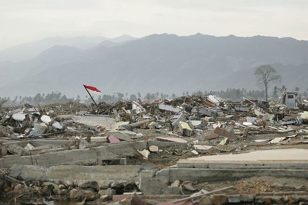 1/24/2005 -- Banda Aceh, Sumatra, Indonesia; Aceh province -- morning scenes of devastation and response on Monday morning, January 22, 2005.  Project on Tsunami recovery by Dina Rudick and John Donnelley. Globe Staff Photo, Dina Rudick.