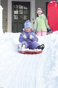 (1) Pslip Slug #: (Pending); (2) Ridgewood, NJ; (3) 01/12/2011; (4) Ridgewood Responds to Another Snow Storm; (5) ; (6) W.H. Grae for the Ridgewood News. Another Storm in RW 045