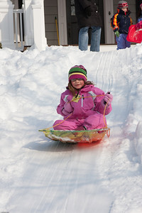 (1) Pslip Slug #: (Pending); (2) Ridgewood, NJ; (3) 01/12/2011; (4) Ridgewood Responds to Another Snow Storm; (5) ; (6) W.H. Grae for the Ridgewood News. Another Storm in RW 086