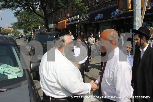 BILL THOMPSON CAMPAIGNING ON 13TH AVE BORO PARK