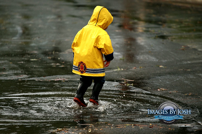 http://www.imagesbyjosh.com/Journalism/Blog-P/Playing-in-the-Rain5/702757663_Qj5pz-400x400.jpg