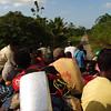 Hay pocas carreteras como éstas en la región que permiten el lujo de disfrutar del paisaje desde el techo de una chiva. Durante la mayor parte del recorrido los participantes colombianos, extranjeros y miembros de las comunidades caminaron por trochas de barro para llegar de una Zona Humanitaria a otra. Afortunadamente disfrutamos de días soleados en una de las zonas más lluviosas del mundo.<br /> Foto: Pauline Liss/PBI Colombia