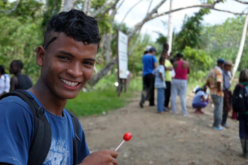 La comunidad recuerda que hasta 1996 su territorio era selva y monte. Recuerdan que cultivaban arroz, maíz y plátano para su sustento en unas hectáreas de tierra y luego dejaban que la tierra descansara durante varios años. En Curbaradó ya no hay selva. Como consecuencia de la tala masiva de bosques ha habido una disminución de la biodiversidad, los recursos hídricos y los bosques.<br /> Foto: Pauline Liss/PBI Colombia