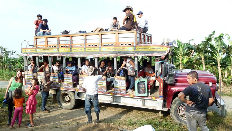En febrero de 2012 las comunidades de Curbaradó, Jiguamiandó y Cacarica conmemoraron 15 años de desplazamiento forzado. Para apoyarlas en su resistencia en medio del conflicto armado llegaron 200 personas que participaron en una caminata de cuatro días.