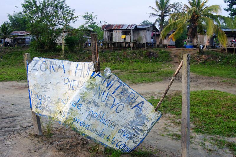 Las Zonas Humanitarias son una iniciativa importante para que las comunidades puedan seguir resistiendo en el territorio a pesar del asedio del conflicto armado. Para lograr este objetivo, las comunidades delimitan y visibilizan las zonas en las que están viviendo y prohíben la entrada a cualquier actor armado.<br /> Foto: Pauline Liss/PBI Colombia