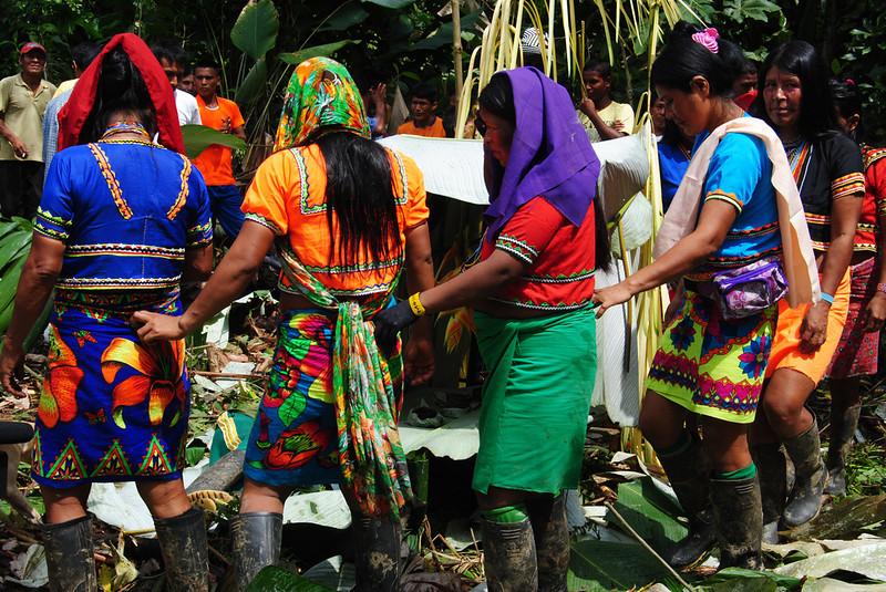 Estas comunidades también han sido afectadas por el conflicto armado y los intereses económicos. En 2005, el Gobierno otorgó títulos mineros a una empresa estadounidense para la explotación de oro, cobre y molibdeno y desde entonces las comunidades han iniciado un proceso de resistencia para frenar la explotación de recursos en su territorio.<br /> Foto: Pauline Liss/PBI Colombia