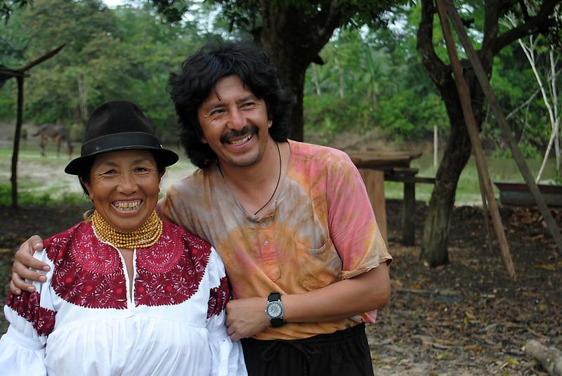 Dos visitantes de Ecuador que participaron en la caminata. También había gente de los Estados Unidos, Canadá y Alemania, entre otros países.<br /> Foto: Pauline Liss/PBI Colombia