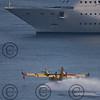 *legende*<br /> Rotation de Canadairs venus ecoper dans la rade de Villefranche sur mer.