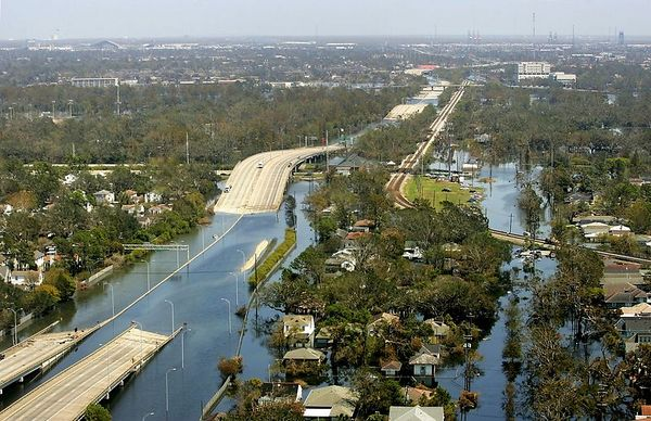 9/8/05 -- New Orleans, LA -- Near City Park -- This is Interstate 10 where it meets the floodwaters in New Orleans. These are aerial views of New Orleans on Thursday afternoon and evening, September 8, 2005.      The first objective of electrical infrastructure reconstruction, says Entergy Line Supervisor John Kingston, is to supply immediate and continuous power to the pumps that are working to rid New Orleans of flood water from Hurricane Katrina. Entergy and FEMA are working to reconnect the power grid from Jefferson Parish, which is functional, to the surviving and repaired portions of the New Orleans grid. The focus is to supply the pumps and essential industry and then to focus on residential supply once the flood water has been drained. On Thursday, an Ohio tree-trimming company (Nelson Tree) contracted by Entergy took an airboat to one of the vicinity of City Park, which was one of the areas hardest hit by flooding, in order to clear power lines of tree debris.  Boston Globe Photo - reproduction requires explicit written permission from the Boston Globe.