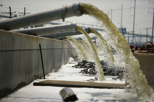 9/10/05 -- New Orleans, LA --  This water is being pumped from an electrical plant into an area that drains into Lake Pontchatrain in New Orleans, LA.on Saturday, September 10, 2005. Boston Globe Photo - reproduction requires explicit written permission from the Boston Globe.