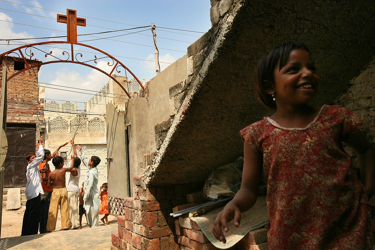 "8/26/2006 - Children play in the streets of Sheikhupura, Pakistan, a mixed Christian/Muslim community outside of Lahore. The Christians of Pakistan are generally very poor.  ""USAID funded faith-based aid abroad"" - Pakistan -  Boston Globe Photo - no reproduction without explicit written permission from the Boston Globe."